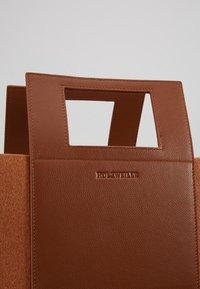 Holzweiler - CARRY BIG BAG - Shopping bags - camel - 6