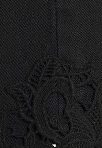Vero Moda Curve - VMNINETEEN - Shorts di jeans - black - 5