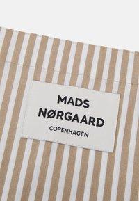 Mads Nørgaard - SACKY ATOMA - Tote bag - white alyssum/travertine - 3
