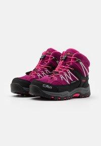 CMP - KIDS RIGEL MID SHOE WP UNISEX - Trekingové boty - berry/pink fluo - 1