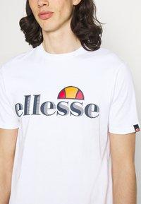 Ellesse - HAREBA - Print T-shirt - white - 4