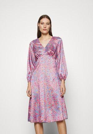 V NECK PUFF SLEEVE DRESS - Vapaa-ajan mekko - pink