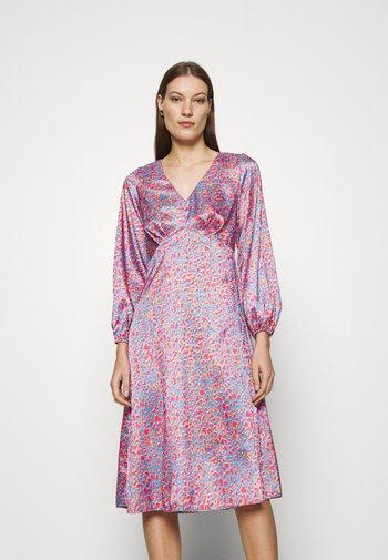 V NECK PUFF SLEEVE DRESS - Day dress - pink