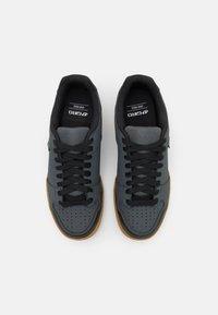 Giro - JACKET II - Cycling shoes - dark shadow - 3