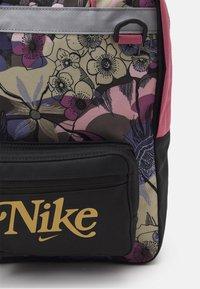 Nike Sportswear - TANJUN UNISEX - Sac à dos - off noir/desert berry/metallic gold - 5