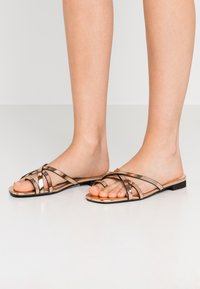 Lost Ink - TOE POST STRAPPY  - Sandaler m/ tåsplit - rose gold - 1