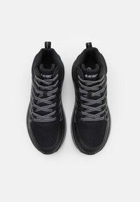 Hi-Tec - TRAIL DESTROYER MID - Chaussures de marche - black/silver - 3
