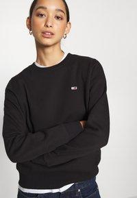Tommy Jeans - REGULAR C NECK - Sweatshirt - black - 3