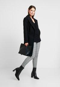 Anna Field MAMA - Stickad tröja - black - 1