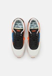 Puma - FUTURE RIDER NEW TONES UNISEX - Sneakers laag - vaporous gray/auburn - 3
