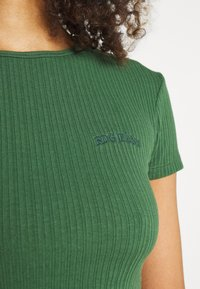 BDG Urban Outfitters - BABY TEE - T-shirts - dark green - 5