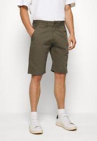 INDICODE JEANS - EXCLUSIVE STELLAN 2 PACK - Shorts - kakhi/offwhite - 1