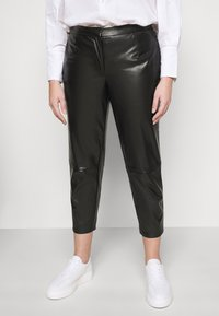 Pieces Curve - PCROOT CROPPED PANTS CURVE - Trousers - black - 0
