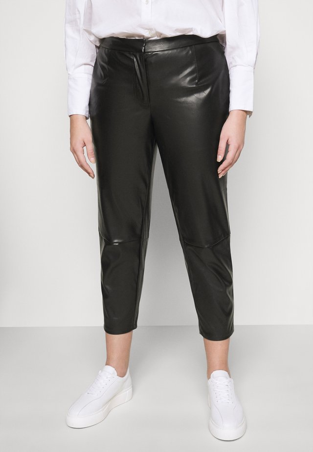 PCROOT CROPPED PANTS CURVE - Trousers - black