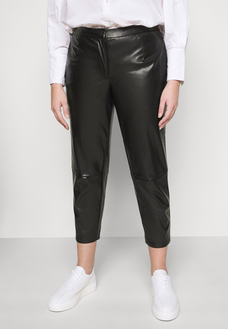 Pieces Curve - PCROOT CROPPED PANTS CURVE - Trousers - black