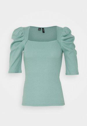 VMKAYLA - Camiseta estampada - oil blue
