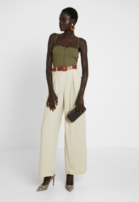 Vero Moda Tall - VMCOCO WIDE PANT - Trousers - oyster gray - 2
