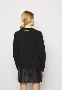 KARL LAGERFELD - MINI IKONIK PATCH  - Sweatshirt - black - 2
