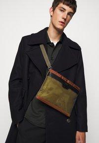 Paul Smith - BAG FLAT XBODY UNISEX - Across body bag - copper - 0