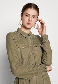 PIECES Tall - PCNOLA DRESS - Skjortekjole - deep lichen green - 3
