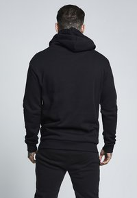 SIKSILK - MUSCLE FIT OVERHEAD HOODIE - Huppari - black - 2