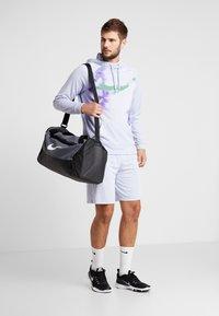 Nike Performance - NATURAL HIGH - Pantalón corto de deporte - ghost - 1