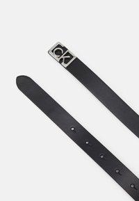Calvin Klein - PLAQUE SKINNY BELT  - Pásek - black - 1