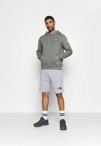 The North Face - RAINBOW SHORT - Pantalón corto de deporte - light grey heather - 1