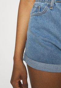 Missguided - HIGHWAISTED TURN UP  - Denim shorts - blue - 3