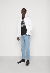 Versace Jeans Couture - MOUSE - Camiseta estampada - black - 1