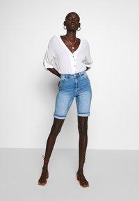 PIECES Tall - PCKAMELIA  - Denim shorts - light blue denim - 1