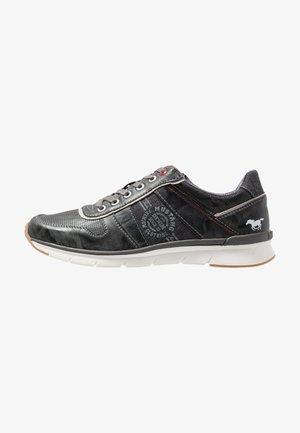 Sneakers laag - stein