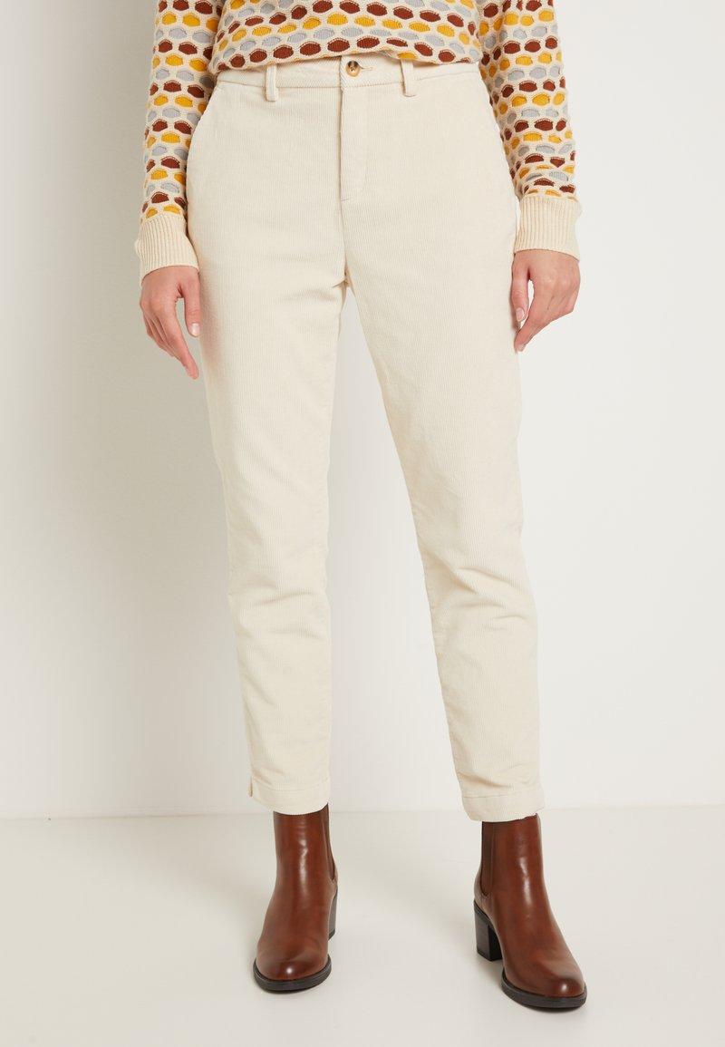 TOM TAILOR DENIM - CIGARETTE CORDUROY PANTS - Trousers - soft creme beige