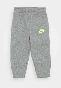 Nike Sportswear - SUEDED FUTURA JOGGER SET - Trainingspak - dark grey heather - 2