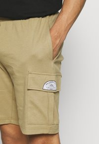 Newport Bay Sailing Club - CARGO - Shorts - coriander - 3