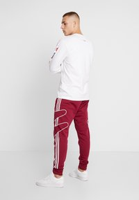 adidas Originals - OUTLINE STRIKE REGULAR TRACK PANTS - Tracksuit bottoms - mystery ruby - 2