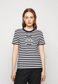Tory Burch - STRIPED LOGO  - Camiseta estampada - navy - 0