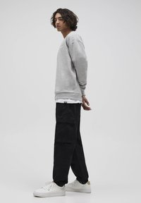 PULL&BEAR - Pantalon cargo - dark grey - 3