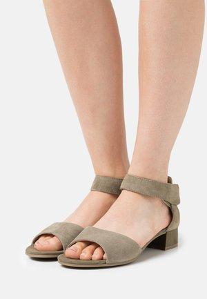 Sandals - cactus