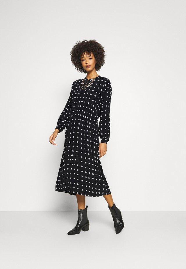 NISSA - Korte jurk - black