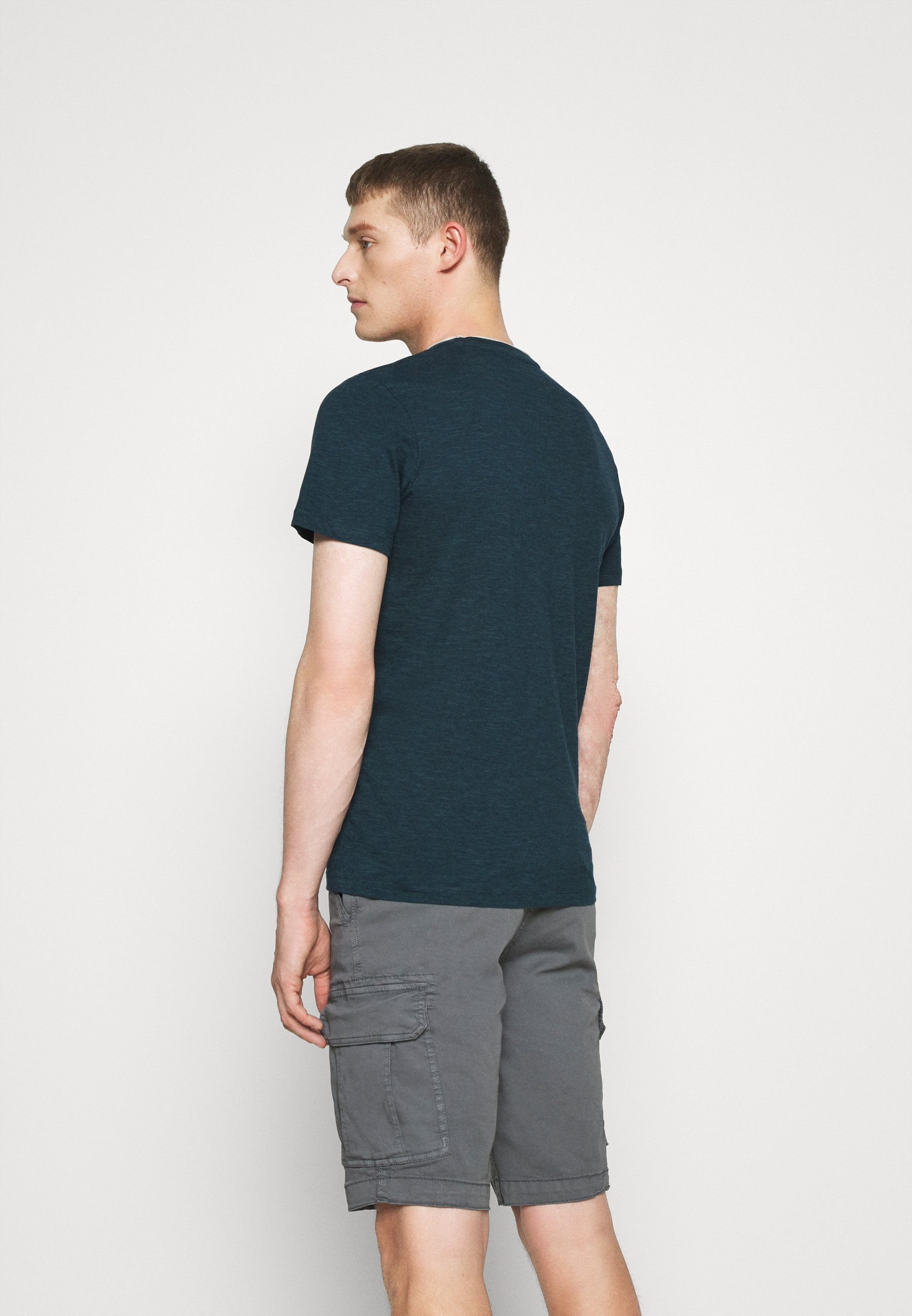 TOM TAILOR FINELINER WITH POCKET - Print T-shirt - dark green m1puL