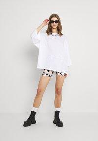 Monki - BILLA TEE - Basic T-shirt - white light - 1