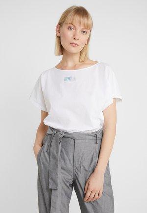 SOMIA - Basic T-shirt - snake