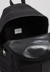 Calvin Klein Jeans - ESSENTIAL CAMPUS - Rucksack - black - 4