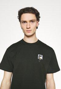 Carhartt WIP - TEEF  - Print T-shirt - cypress - 3