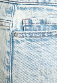 Pieces Curve - PCLAYA SUPER ACID - Shorts di jeans - light blue denim - 7