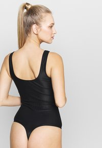 Pieces - PCKASSIE - Body - black - 2
