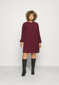 Vero Moda Curve - VMSAGA PLEAT SHORT DRESS  - Shirt dress - port royale - 0