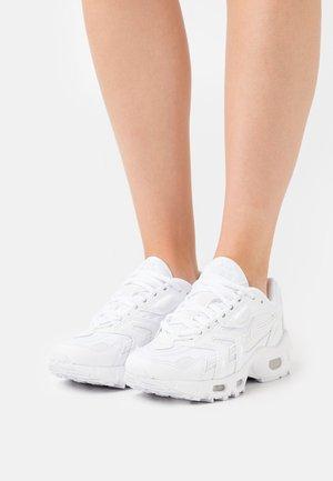 AIR MAX 96 - Sneakers basse - white/pure platinum/metallic silver