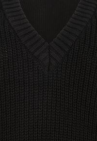 Pieces Curve - PCCAROLE V-NECK - Jumper - black - 2